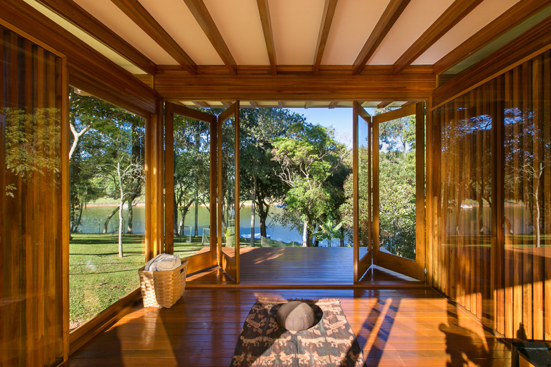 pavilion-meadow-nature-trees-panorama-lake-view-prefabricated-interior-opening