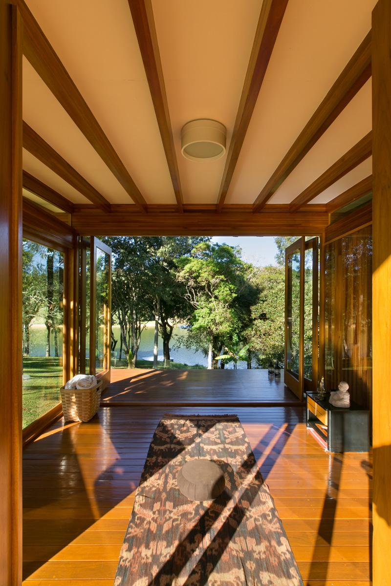 pavilion-meadow-nature-trees-panorama-lake-view-prefabricated-interior-opening-lights-shadows