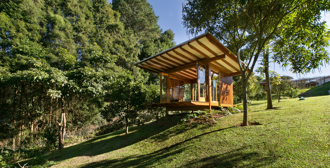 pavilion-meditation-lawn-nature-trees-panorama-lake-terrain-slope-volume-view-ventilation-prefabricated-integration