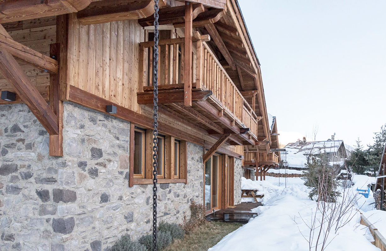 Chalet in wood and stone