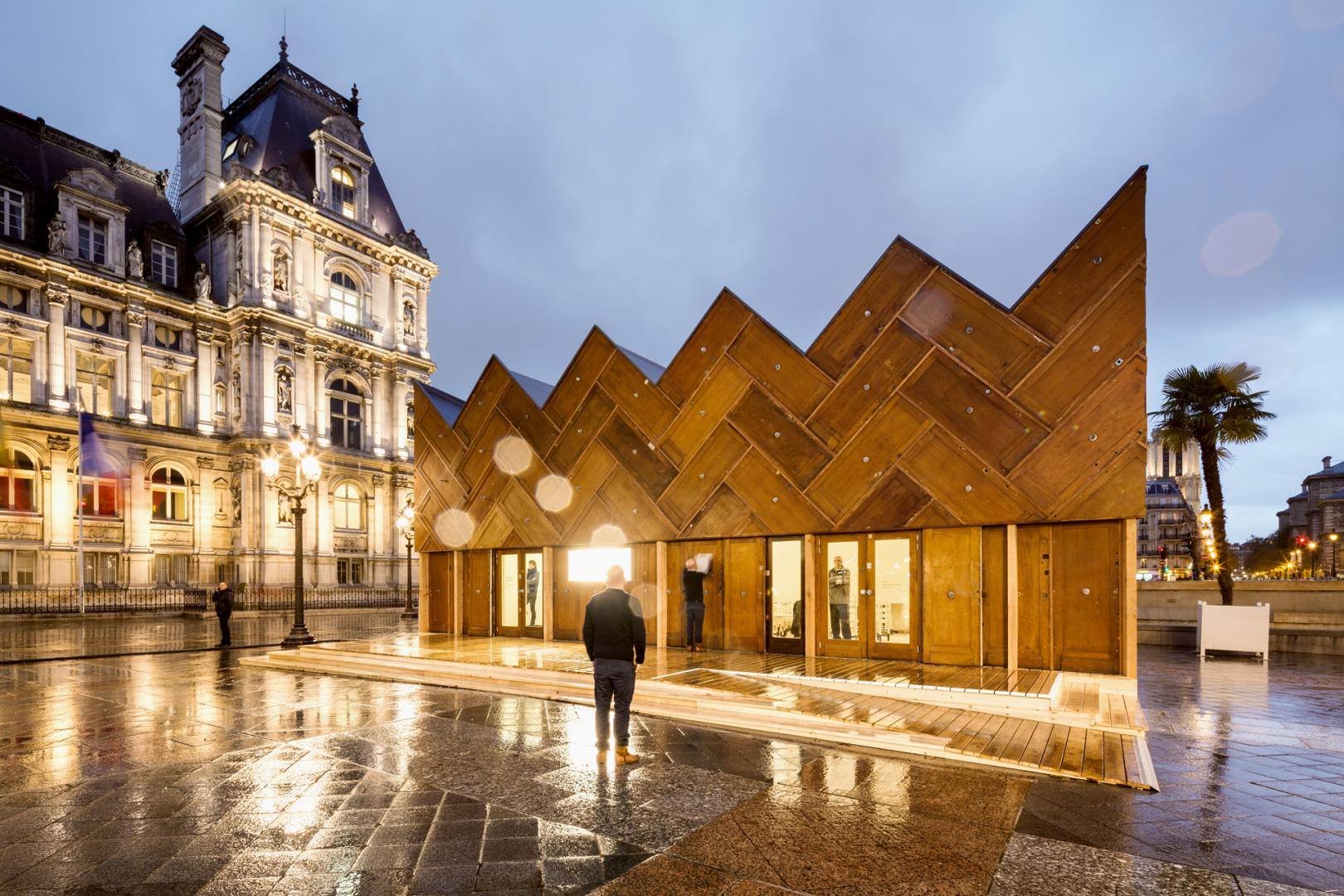 Wooden pavilion in Paris
