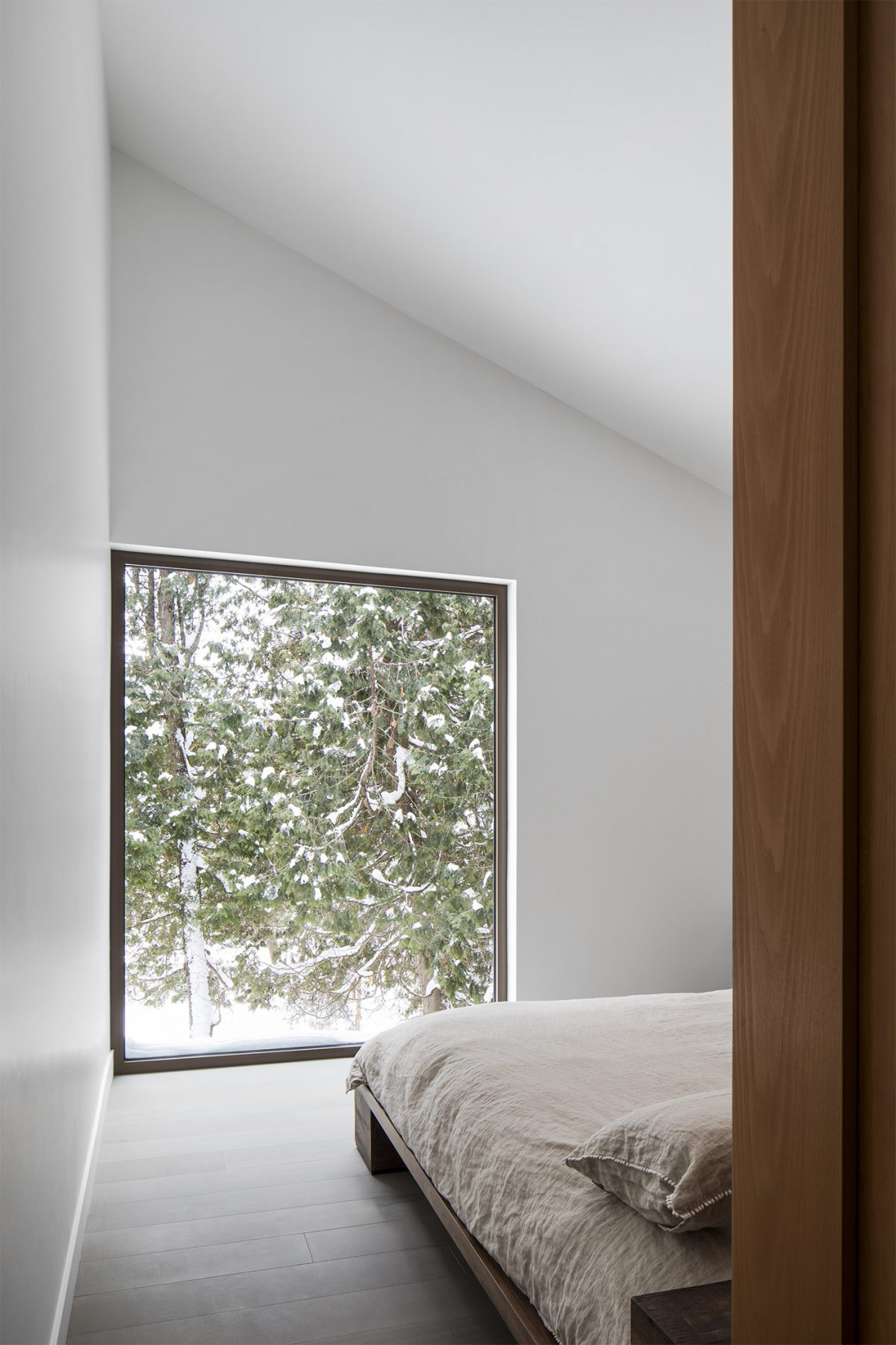 Bedroom with window on nature