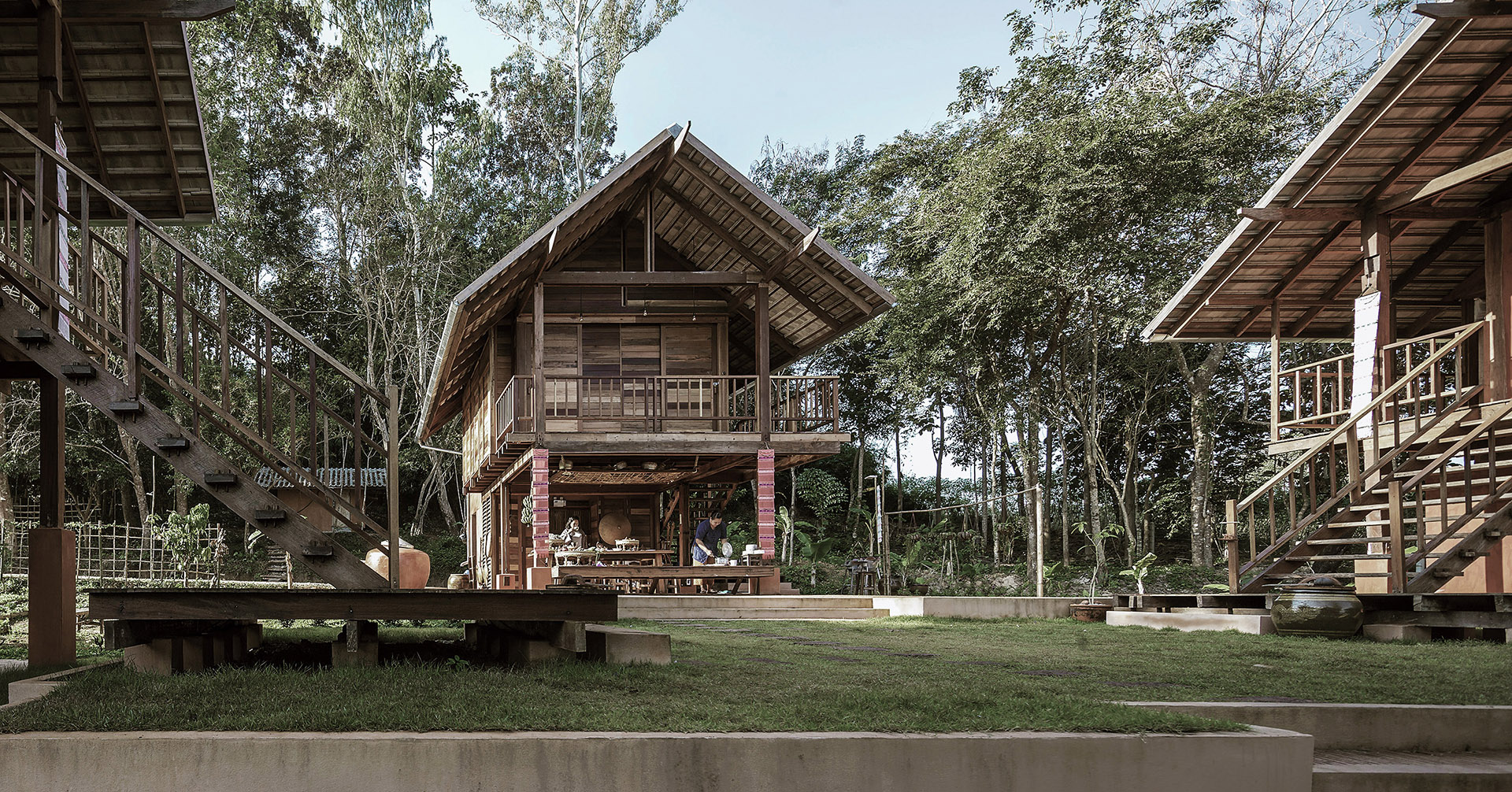 Receptive spaces in a Thai district. Updated vernacular architecture