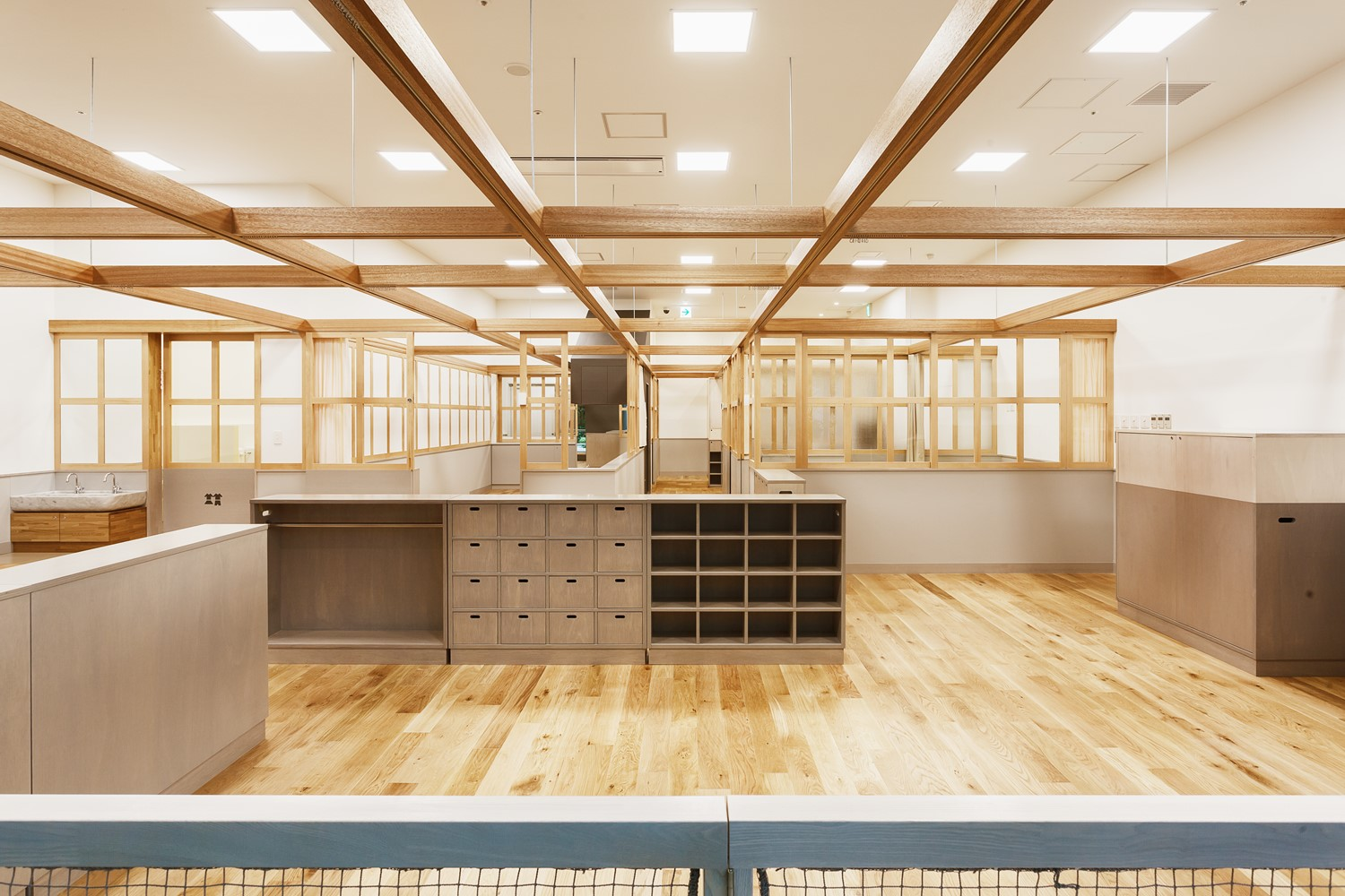 Kindergarten on the ground floor of an office building. Flexibility of interior space