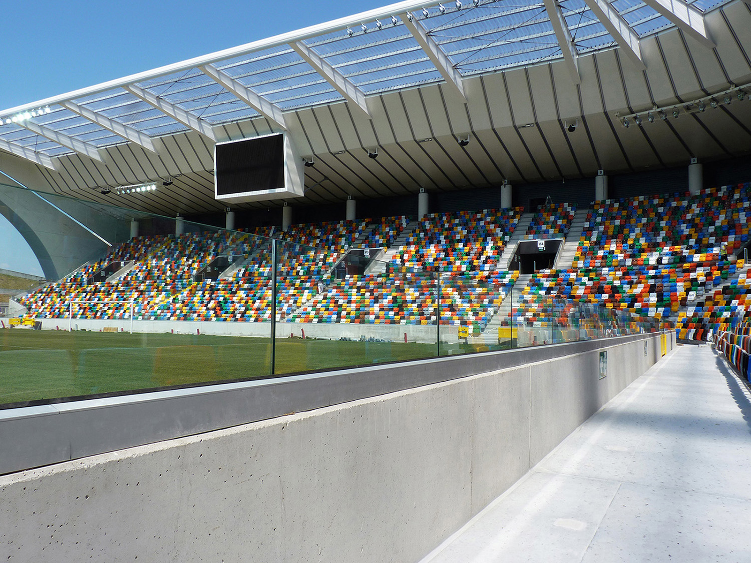 Faraone balustrades and glass protection systems for sports facilities