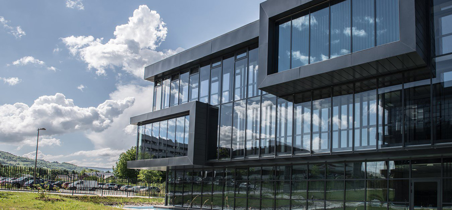 Continuous glass windows with Wicona aluminum facade systems