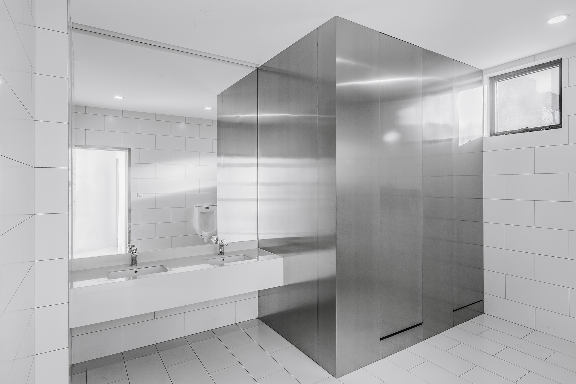 Bathrooms with white and metal tiles