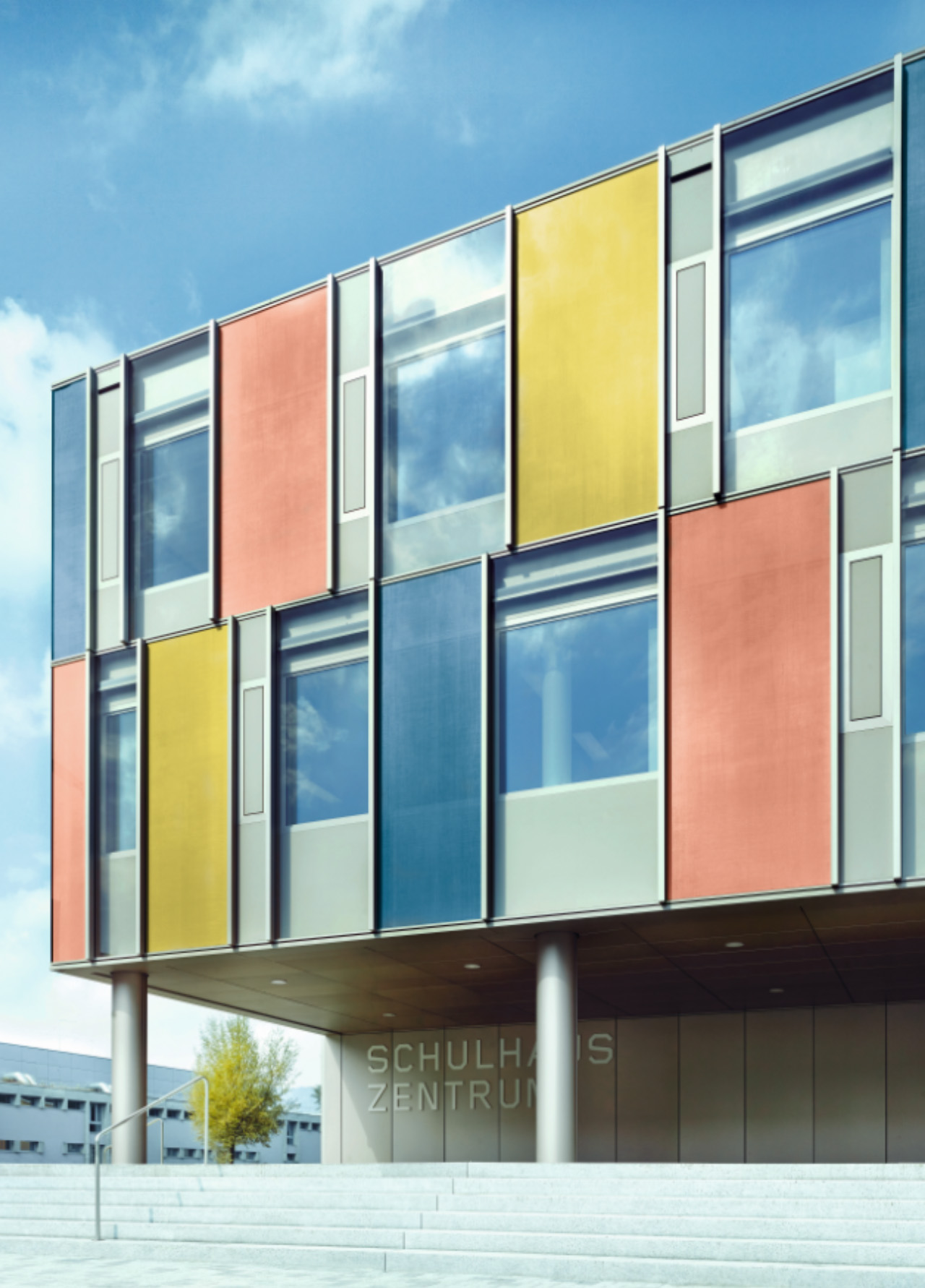Curtain wall in colored glass