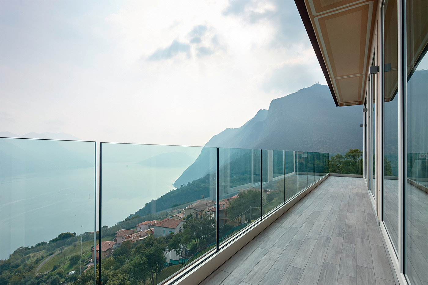 Garda SP Aluvetro glass balustrade balcony