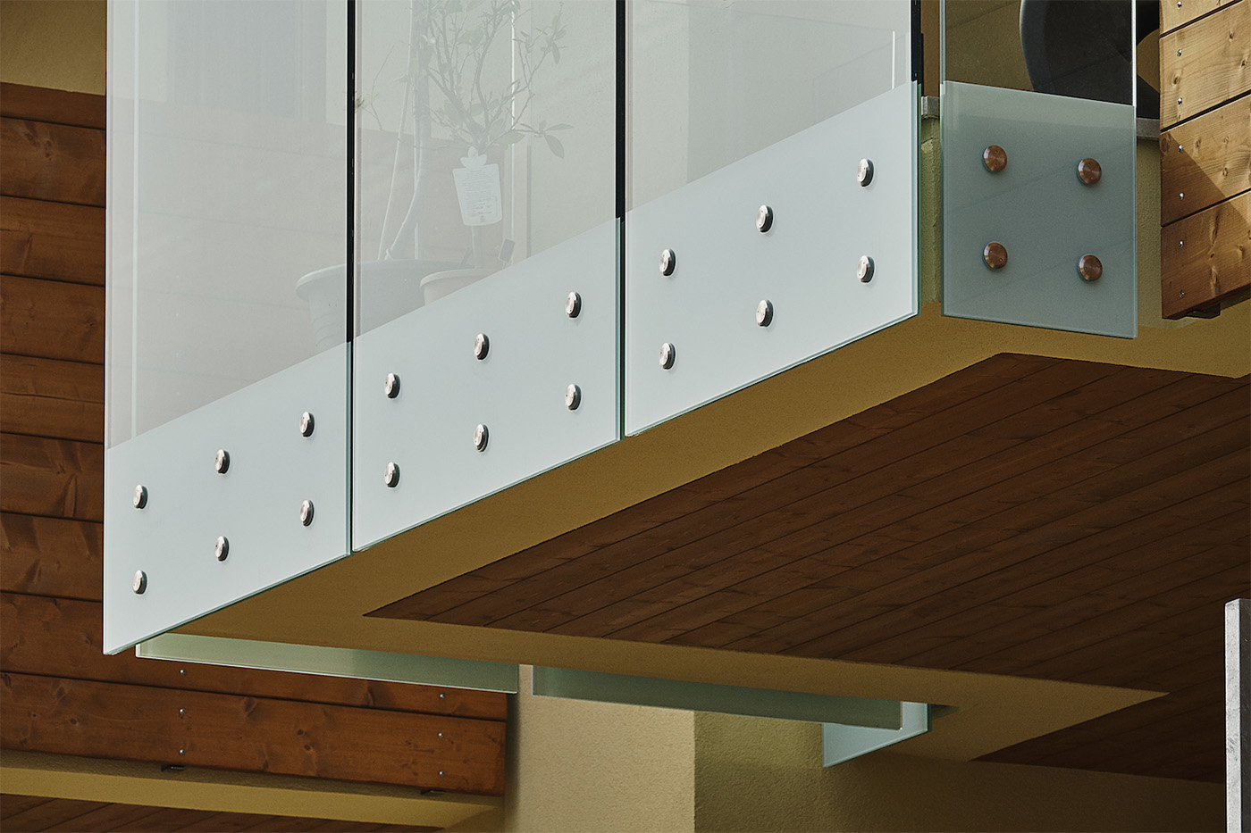 Detail of the Point Aluvetro glass balustrade attachment