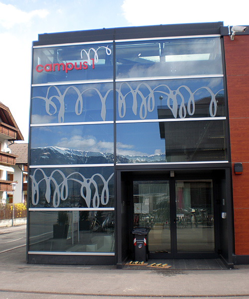Glazed gym facade with Serisolar decorative films
