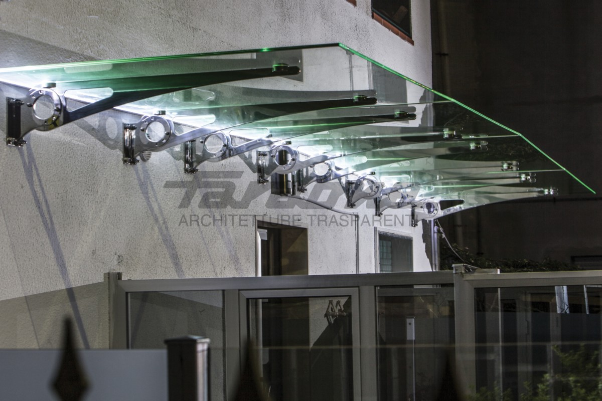 Shelter in glass with Faraone metal brackets