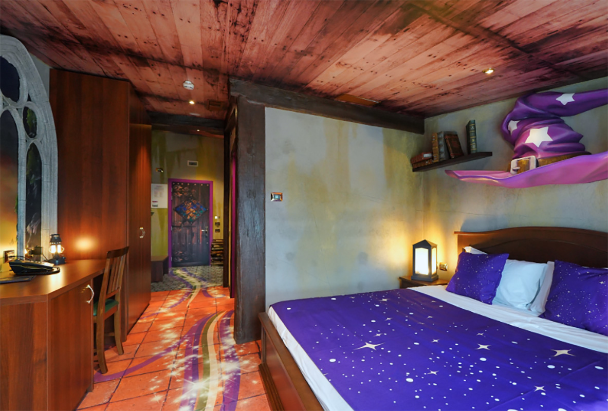Stanza Gardaland Magic Hotel con porte personalizzate San.Co
