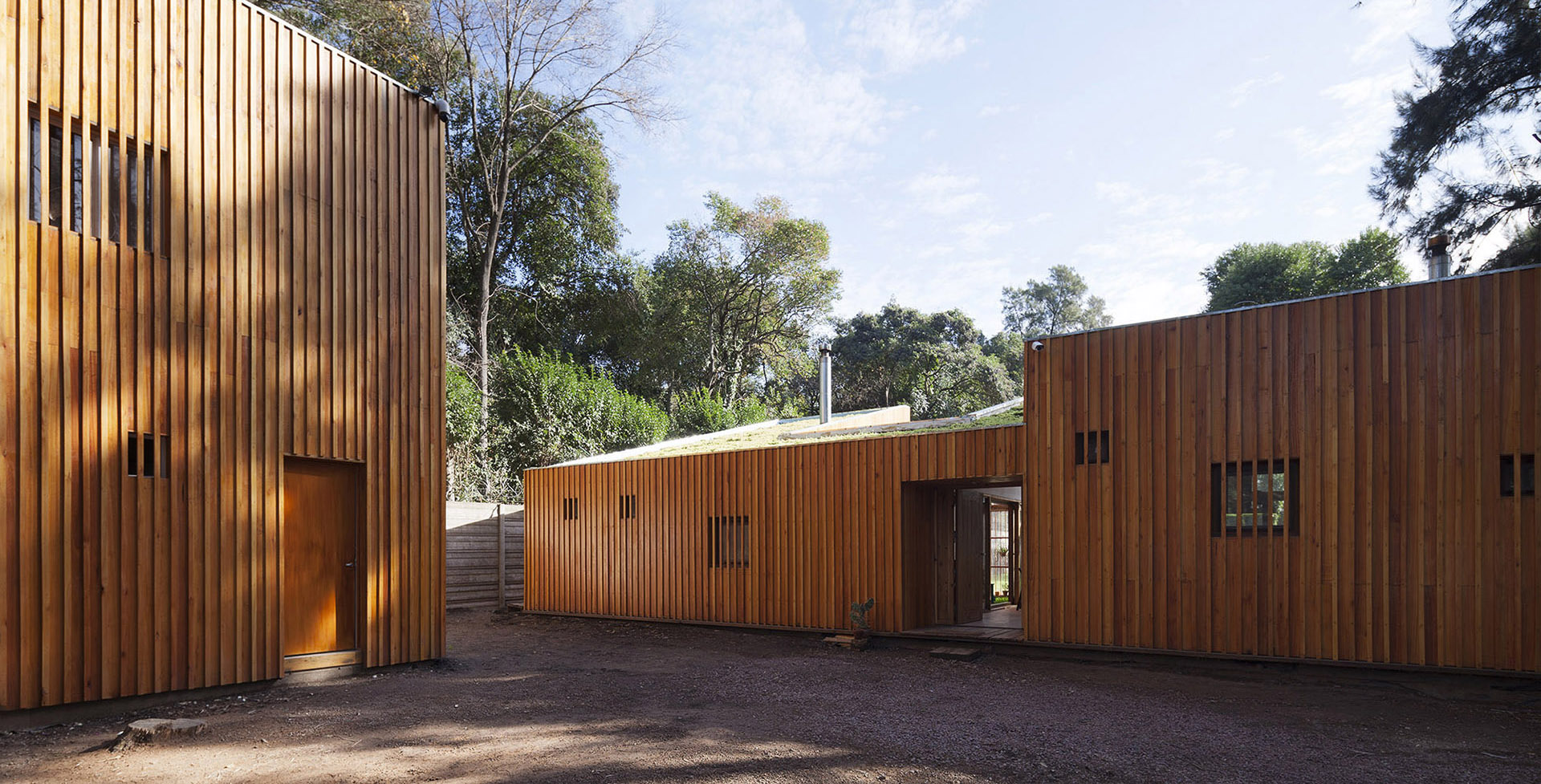 Casa AA - House surrounded by trees