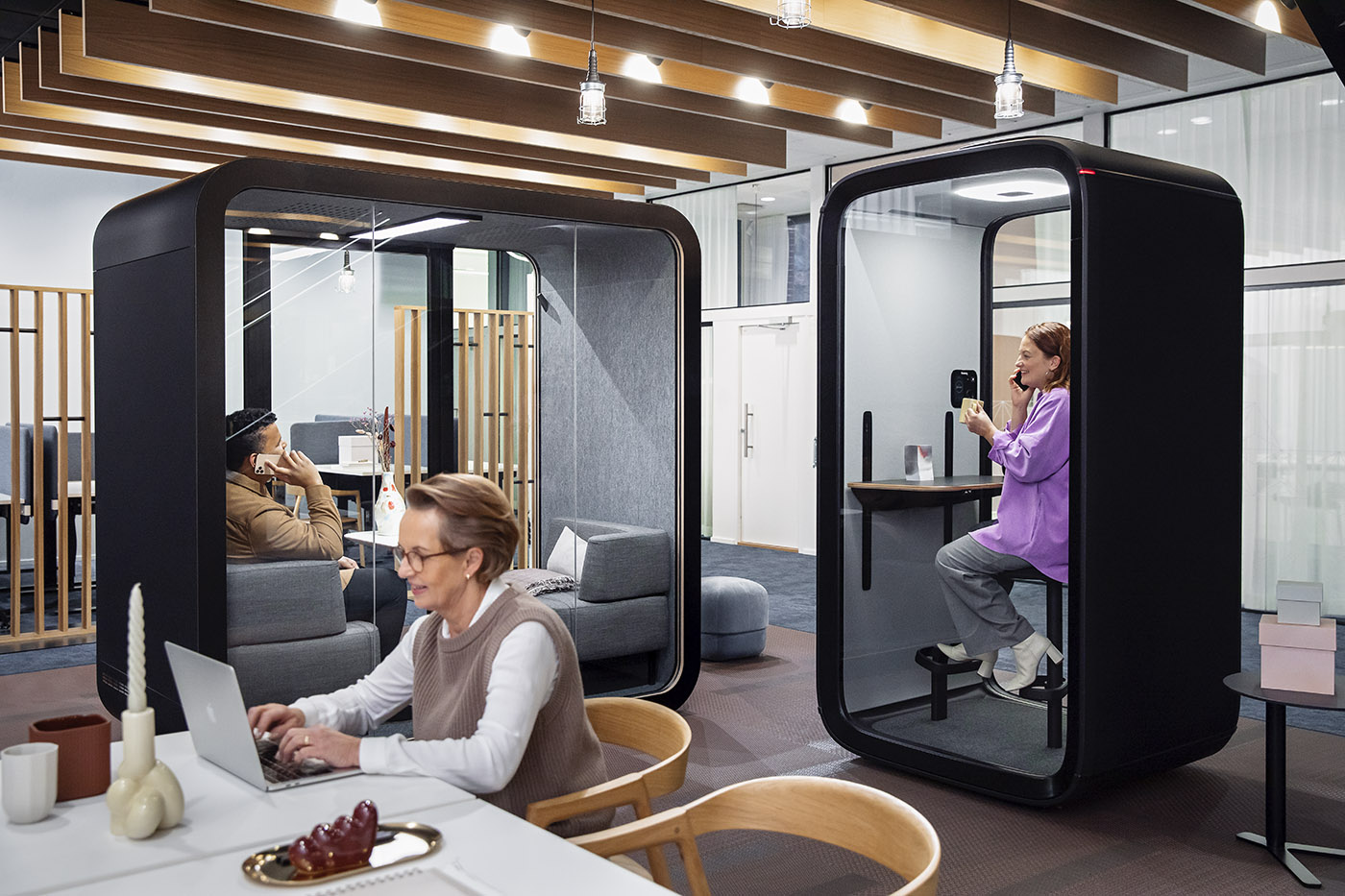 Telephone booth for offices. Design and technology to prepare for the growing demand for video conferencing