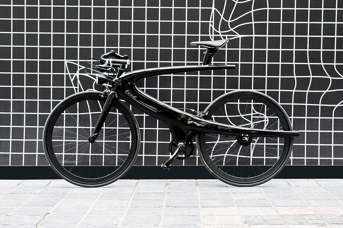 Carbon bicycle with aerodynamic shapes