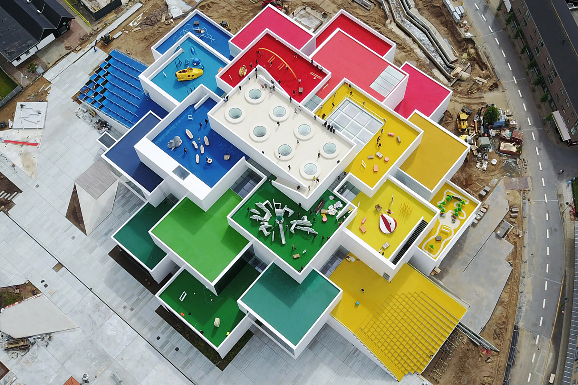 lego house escalera interior
